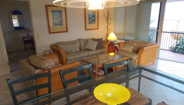 Three Bedroom Apartment with courtyard and pool (6 people)