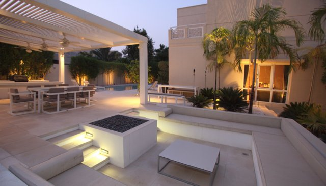 MODERN DETACHED VILLA  WITH PRIVATE POOL IN COSMOPOLITAN CITY OF DUBAI