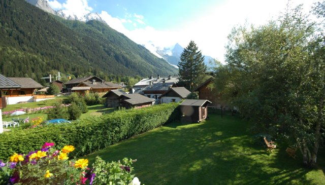 Chalet with large garden, offering fantastic views of Mont Blanc