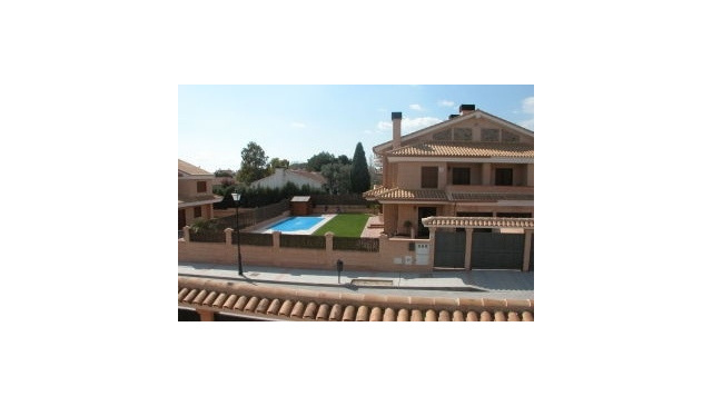 Brand new modern house with private pool  20mins from Madrid and Toledo