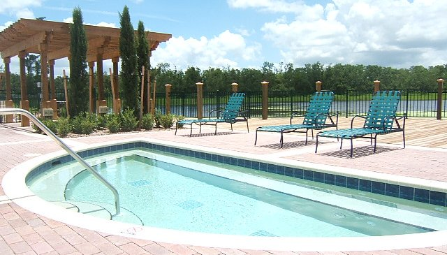 Unique holidayhome, 10 min from Disney with views on pool and lake !