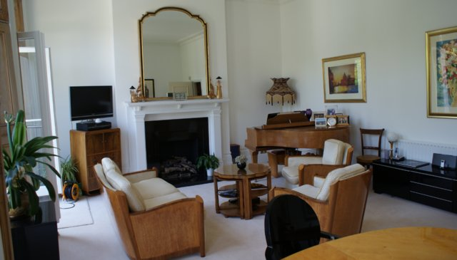 Stunning Victorian ground floor flat with private garden